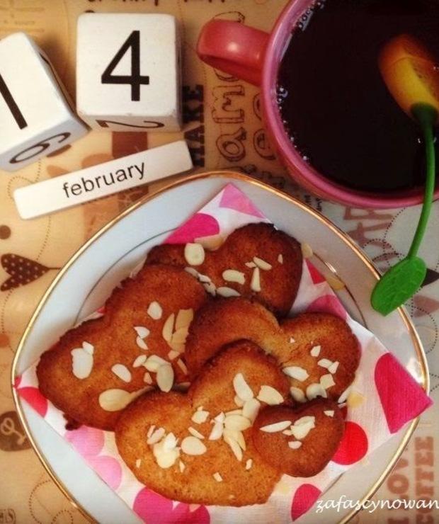 Od kuchni..Lekkie ciasteczka migdałowe - Ciastka