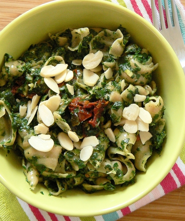 Makaron ze szpinakiem, gorgonzolą i suszonymi pomidorami - Dania z makaronu