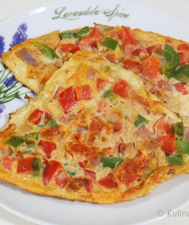 Omlet z papryką, pomidorami i mielonym mięsem - Jajka i omlety