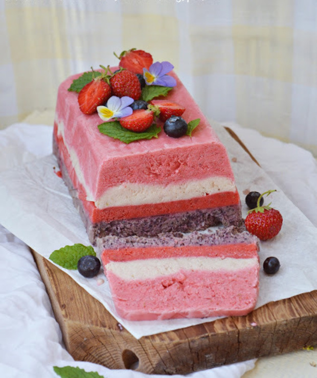 Owocowy deser z mrożonego jogurtu - Lody