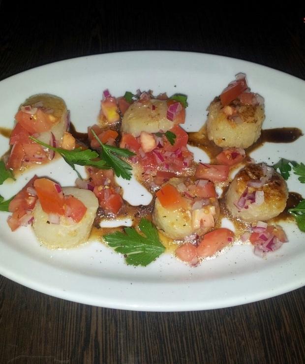 Przegrzebki z salsą pomidorową - Na gorąco