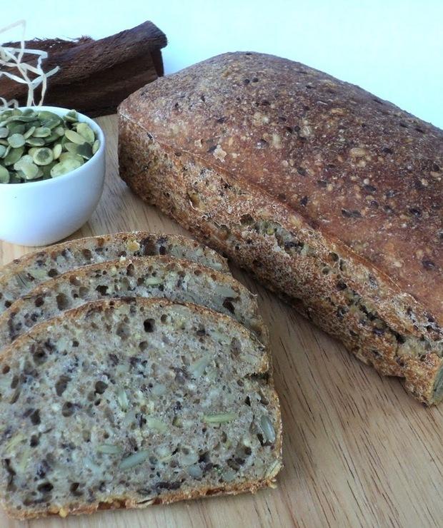 Chleb pszenno-orkiszowy z ziarnami (na zakwasie) - Chleby