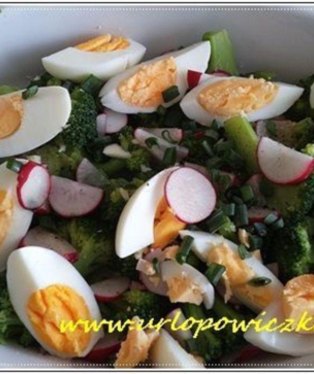Szybka sałatka brokułowa z jajkiem - Jarskie