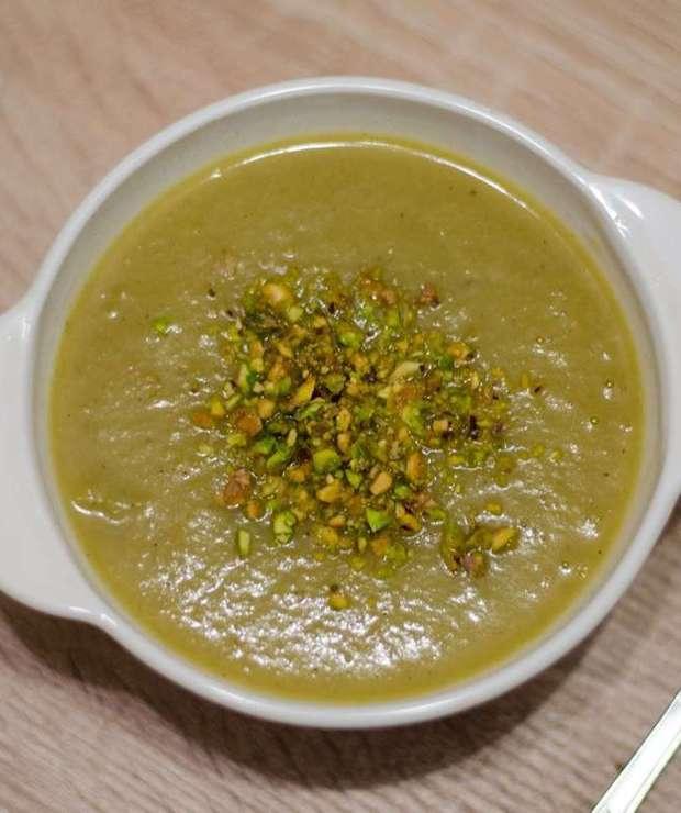 Krem z topinamburu z pistacjami - Zupy