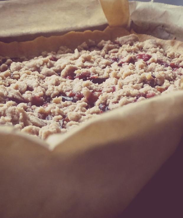 Kruche ciasto ze śliwkami i kruszonką - Kruche