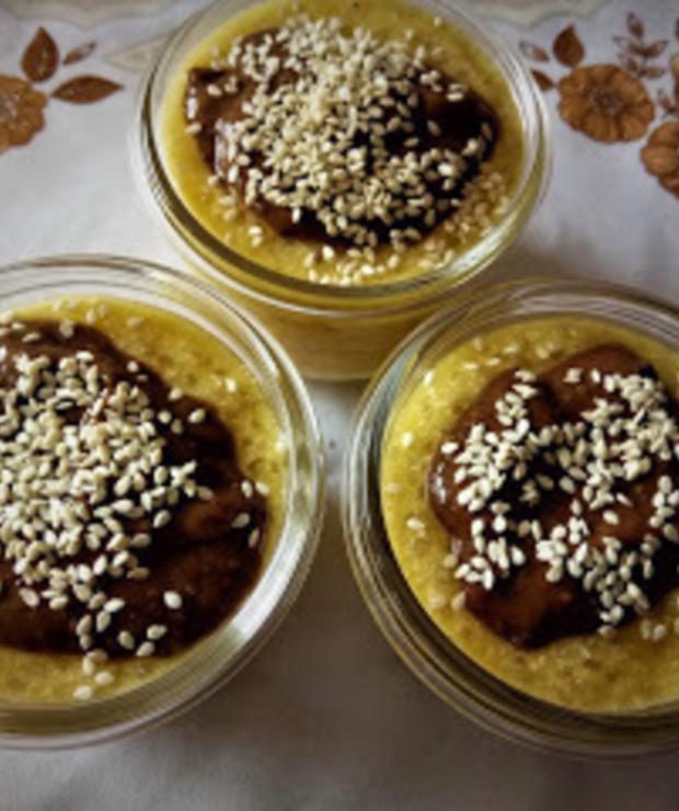 Pudding z mango, orzechów nerkowca i tapioki z czekoladowym kleksem z banana, chia i korabu. - Inne