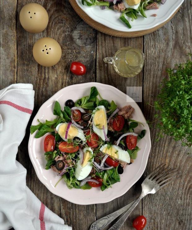 Sałatka z tuńczykiem i jajkiem - Jarskie