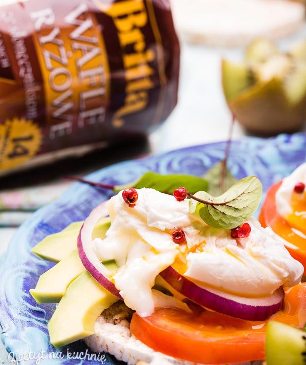 Wafle słonecznikowe zavocado ijajkiem poszetowym - Jajka i omlety