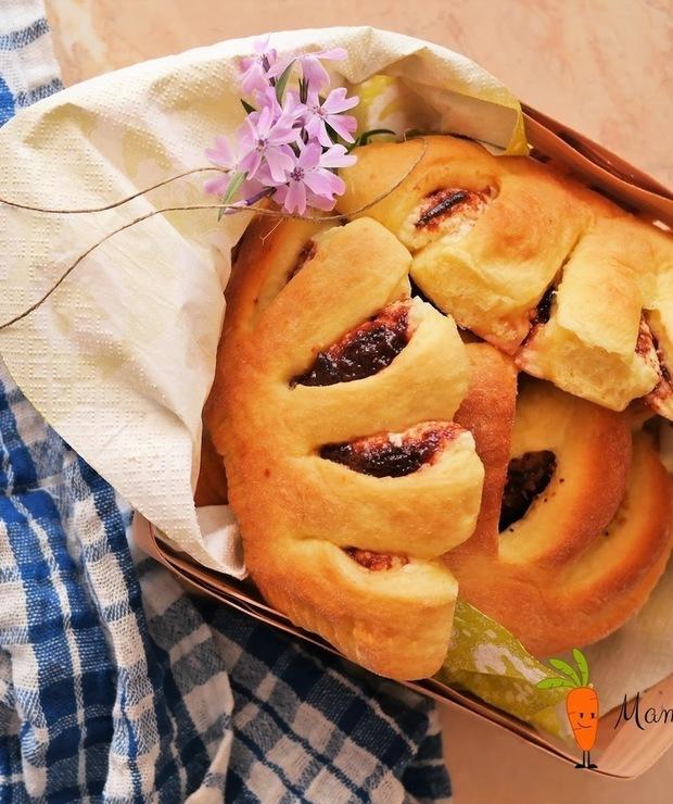 Grzebienie z serem i powidłami - Drożdżówki