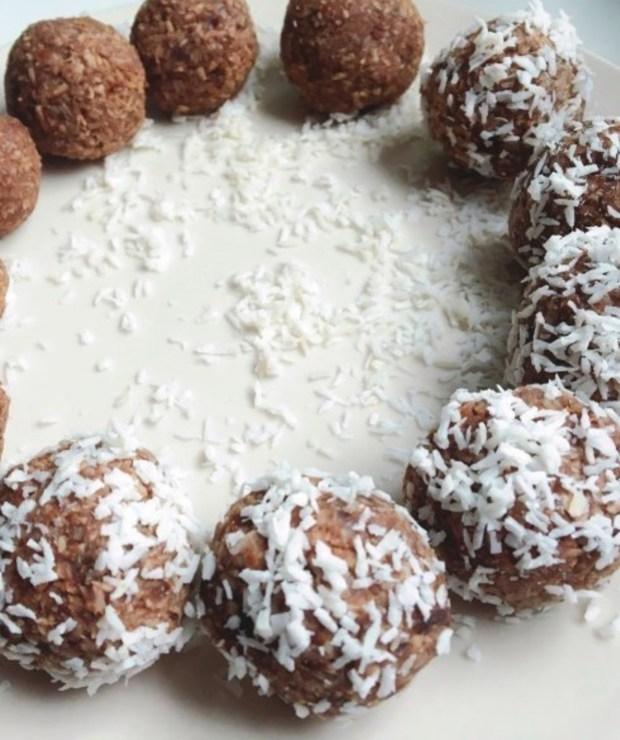 KULKI KOKOSOWE - Desery i ciasta