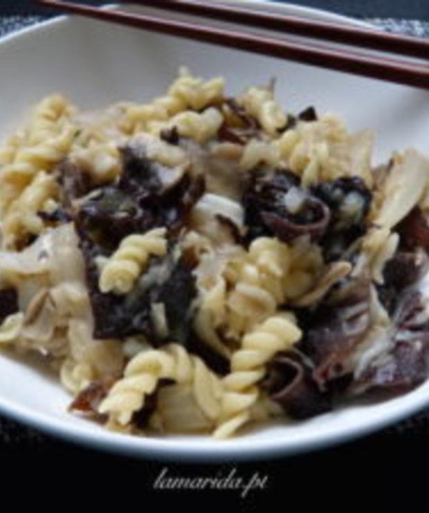 Łazanki z kapustą i suszonymi chińskimi grzybami - Dania z makaronu