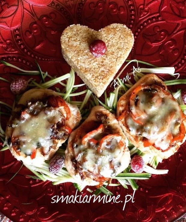 Eskalopki z indyka zapieczone z warzywami i cheddarem - Drób
