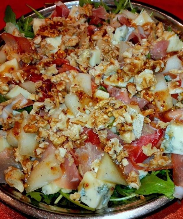 Sałatka z melonem,gorgonzolą i orzechami włoskimi - Mięsne