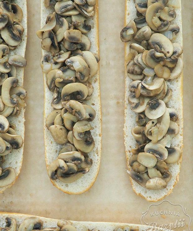 Domowe zapiekanki z pieczarkami i serem - Na gorąco
