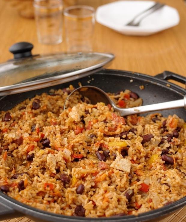 Potrawka z woka z ryżem, kurczakiem, chorizo i warzywami - Dania z ryżu i kaszy
