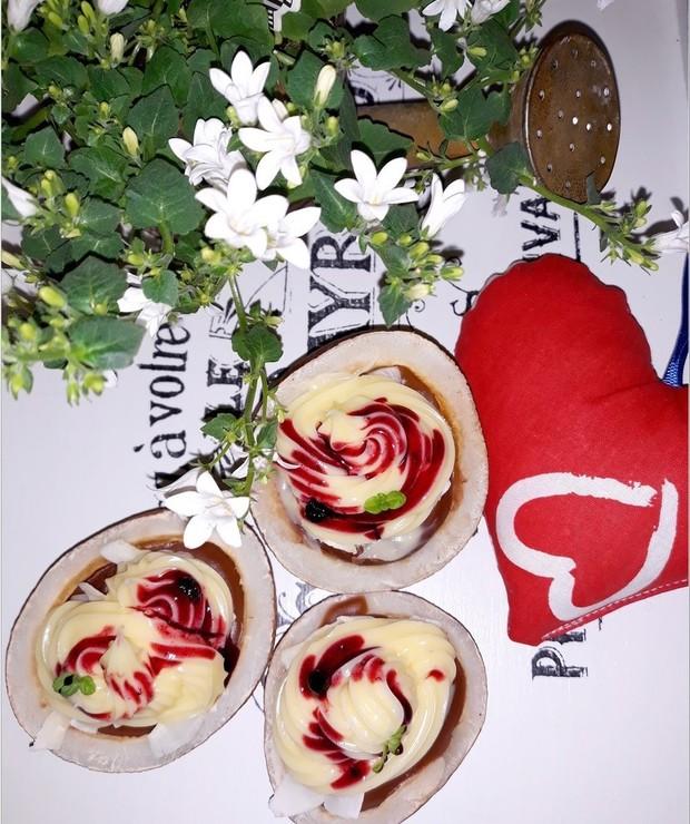 Walentynkowy deser w kokosowych miseczkach - Inne