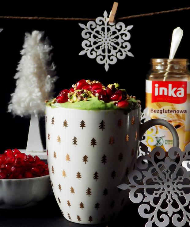 Bezglutenowa Inka jak choINKA - z zieloną pianką z bitej śmietany i matchy, oprószona ekspandowaną quinoą, zdobiona owocami granatu i kruszonymi pistacjami :) - Bezglutenowe