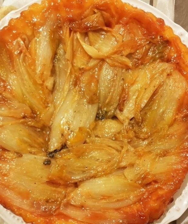 Tarta Tatin z cykorią i roquefortem - Tarty wytrawne
