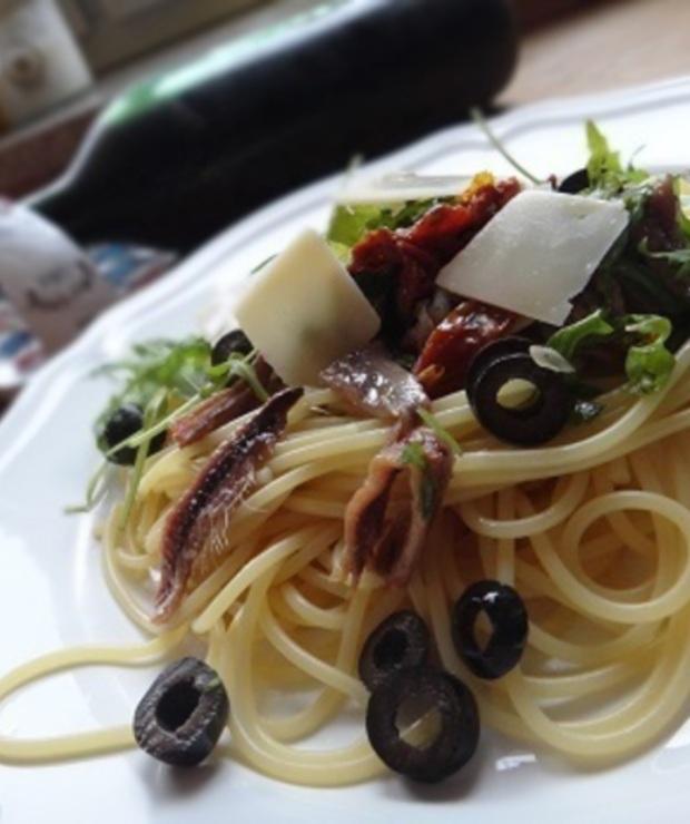 Makaron z rukolą i anchois - Dania z makaronu