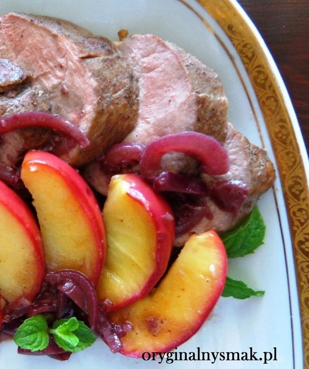 Piersi z kaczki z jabłkami w sosie z czerwonego wina - Drób