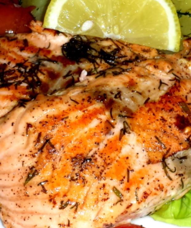 Filet z łososia smażony na aromatycznym maśle. - Łosoś