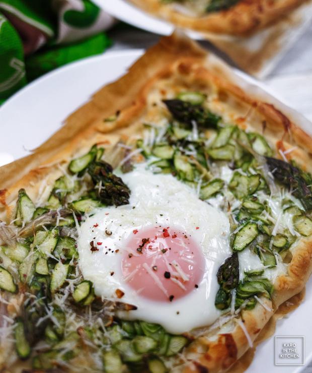 Pizza ze szparagami, szalotką i jajkiem - Pizza i calzone