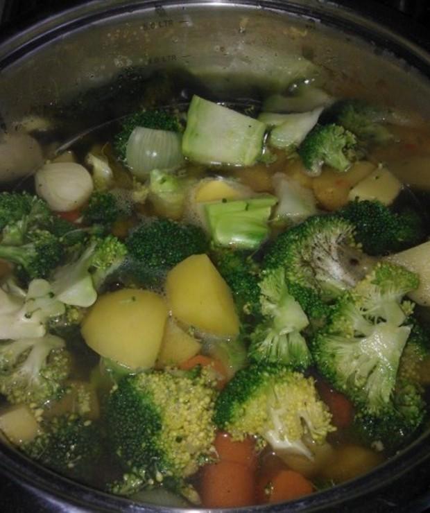 Kremowa zupa brokułowa - Kremy