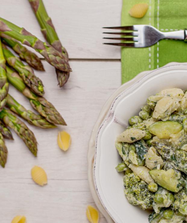 Makaron z zielonymi warzywami - Dania z makaronu
