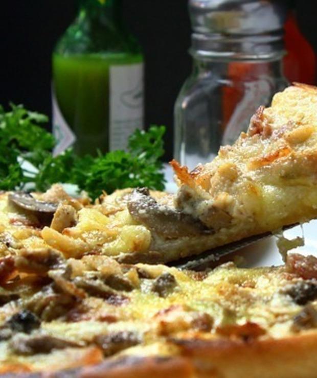 Pyszna domowa pizza i sos czosnkowy :) - Pizza i calzone