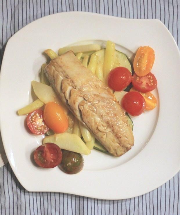 Smażona makrela na letnich warzywkach - Makrela