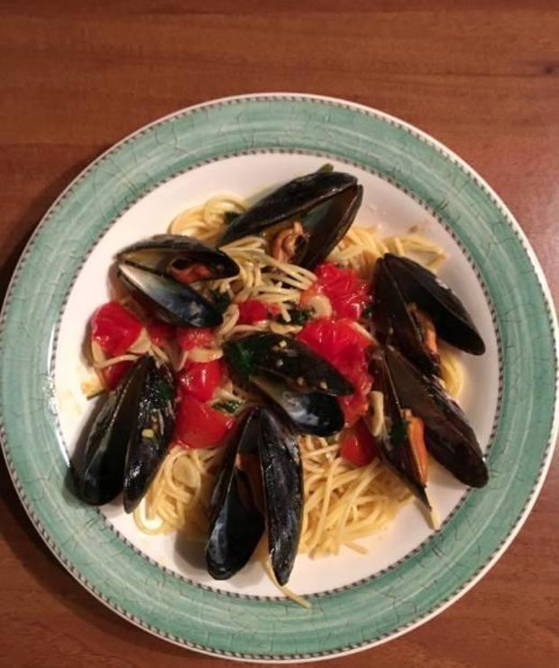 Spaghetti z małżami  (cozze, vongole, mulles, omułki) - Małże