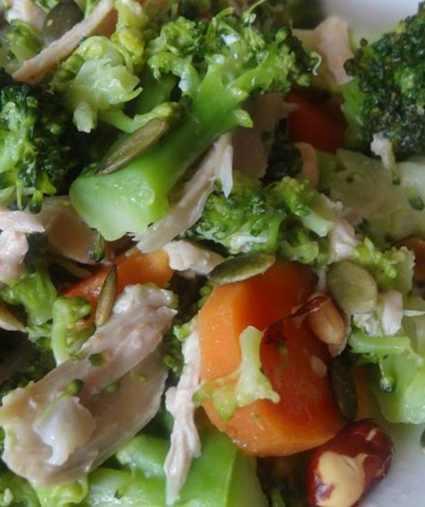 Brokuły z rwanym kurczakiem w lekkim sosie – wiosna na talerzu - Drób