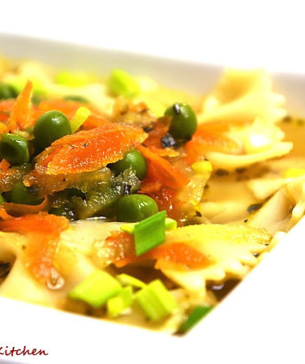 Rozgrzewająca zupa z groszkiem - Z warzywami