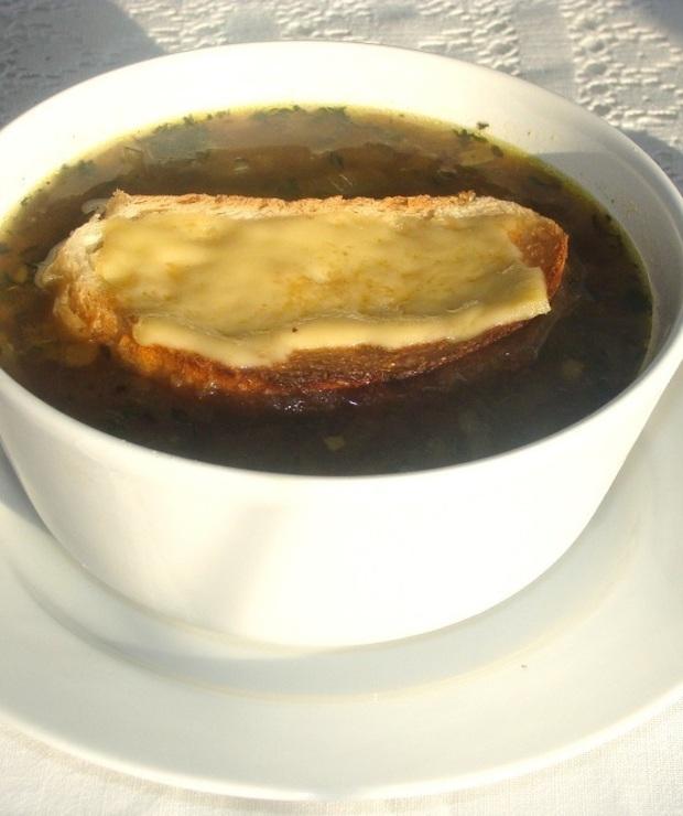 Francuska zupa cebulowa z grzanką - Z warzywami