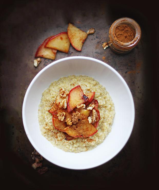 cynamonowa jaglanka z karmelizowanym jabłkiem i orzechami - Musli i podobne