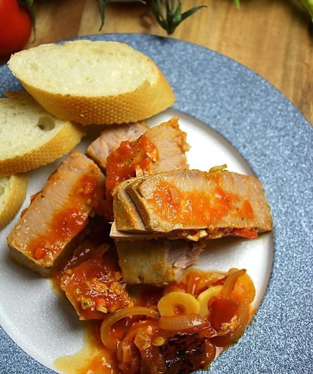 Tuńczyk z pomidorami - Tuńczyk