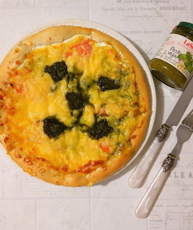 Pizza z łososiem i pesto  - Pizza i calzone