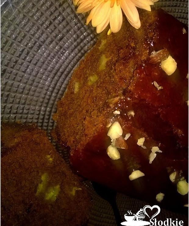 Szybkie ciasto czekoladowe z bananami i orzechami - Drożdżowe