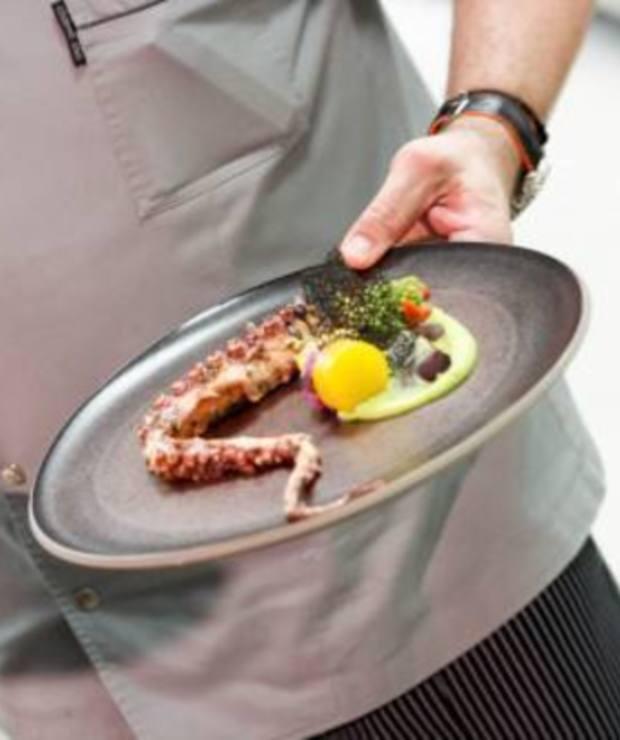 Chef's Table - jednostolikowa restauracja w sercu głównej kuchni Hotelu Marriott - Lokale gastronomiczne