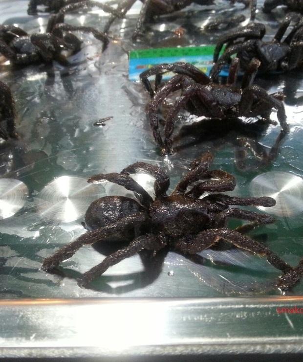 Smażone pająki, węże i żaby – kuchnia Kambodży - Na gorąco