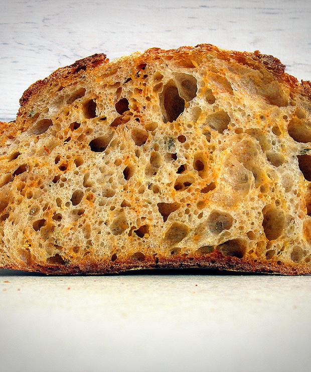 Chleb z cheddarem, wędzoną papryką i oregano - Chleby