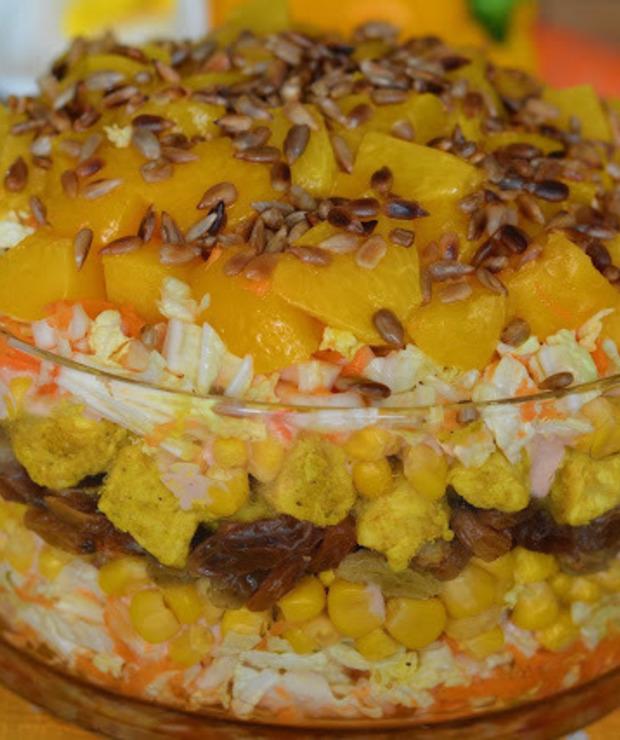 Słodka sałatka z kurczakiem curry i chrupiącym słonecznikiem - Mięsne
