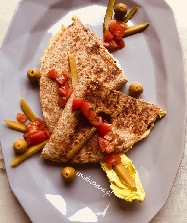 Omlet ze szpinakiem i serem w tortilli - Jajka i omlety