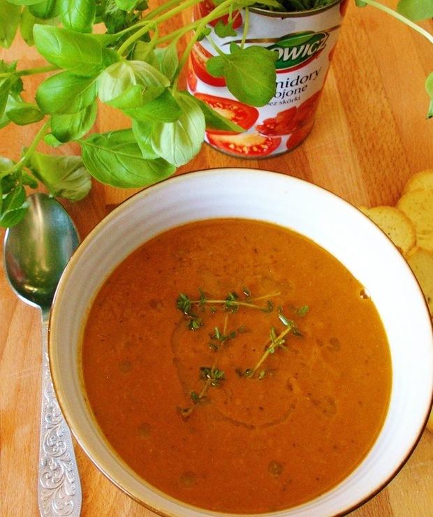 Zupa pomidorowa z groszkiem i mleczkiem kokosowym. - Kremy