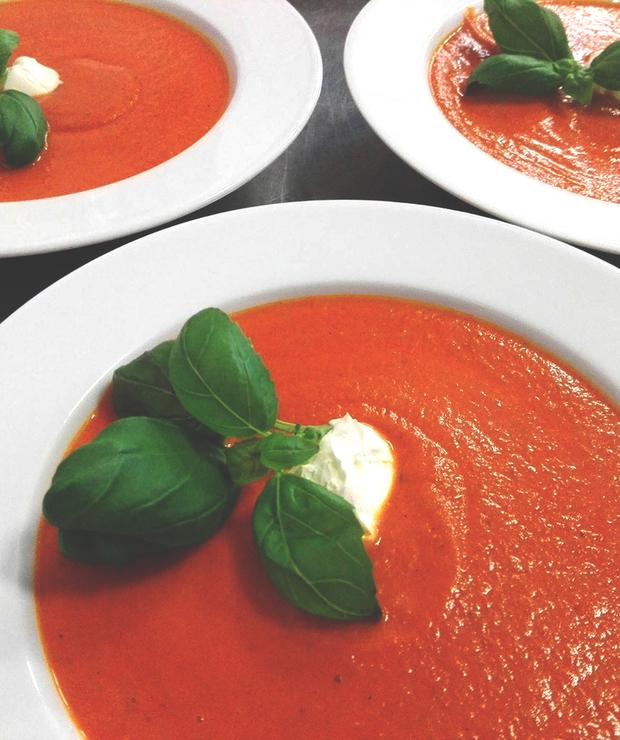 Krem z pomidorów z bazylią i serkiem mascarpone - Kremy