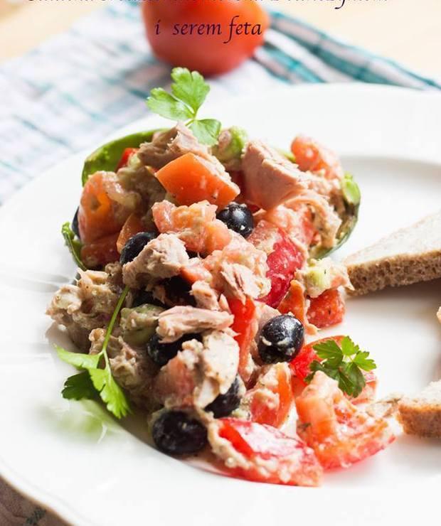 Sałatka śródziemnomorska z tuńczykiem i serem feta - Jarskie