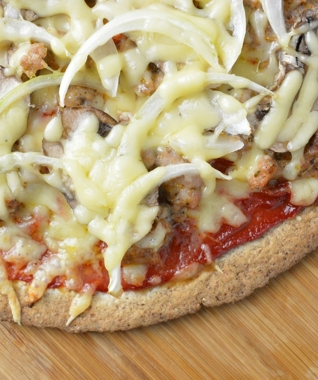 TORTILLA PIZZA Z WIEPRZOWINĄ, CEBULĄ I PIECZARKAMI - Pizza i calzone