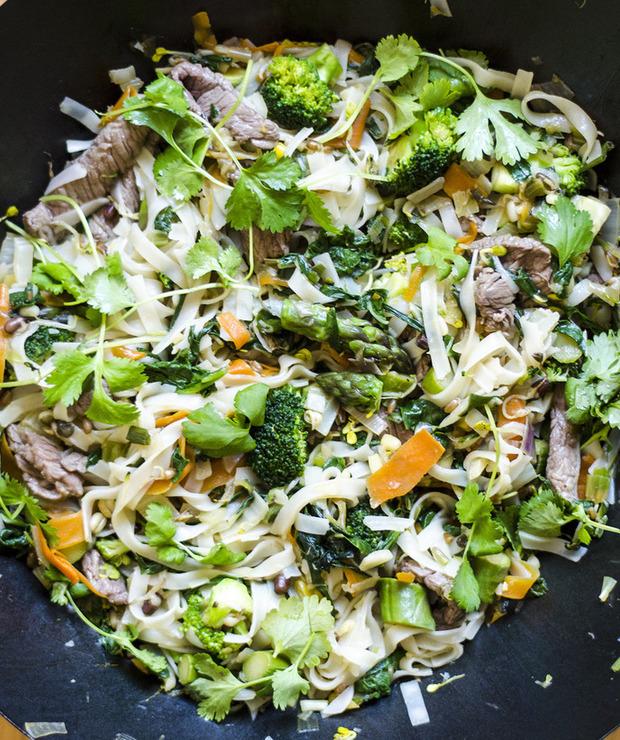 Wiosenne zielone warzywa stir fry - Wołowina
