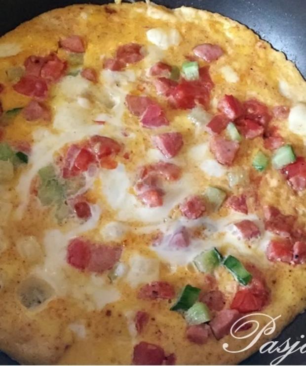 Najprostszy omlet z dodatkami - Jajka i omlety
