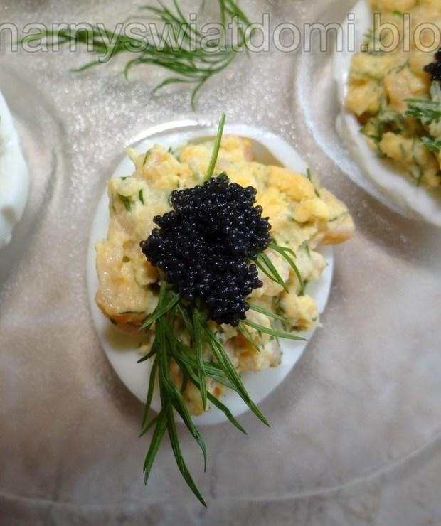Jajka faszerowane łososiem wędzonym - Na zimno